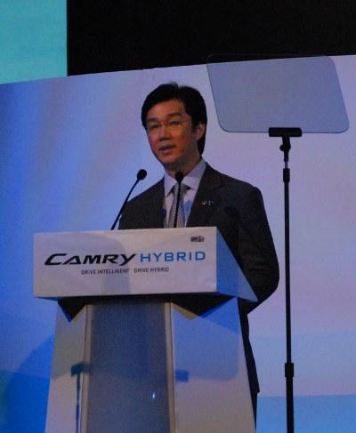 TYT_camry_hybrid_w400_1.jpg